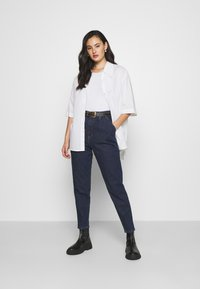 Tommy Jeans - RETRO MOM JEAN OLDBCF - Relaxed fit jeans - oslo dark blue com - 1