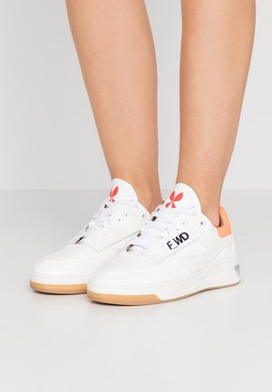 FW33071A 10090 - Sneaker low - white
