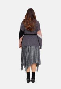 Fiorella Rubino - MIT PAILLETTEN - A-line skirt - grigio - 2
