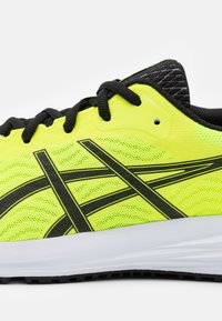 ASICS - PATRIOT 12 - Scarpe running neutre - safety yellow/black - 5