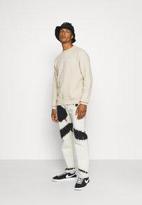 Nike Sportswear - CLUB CREW - Felpa - grain - 1