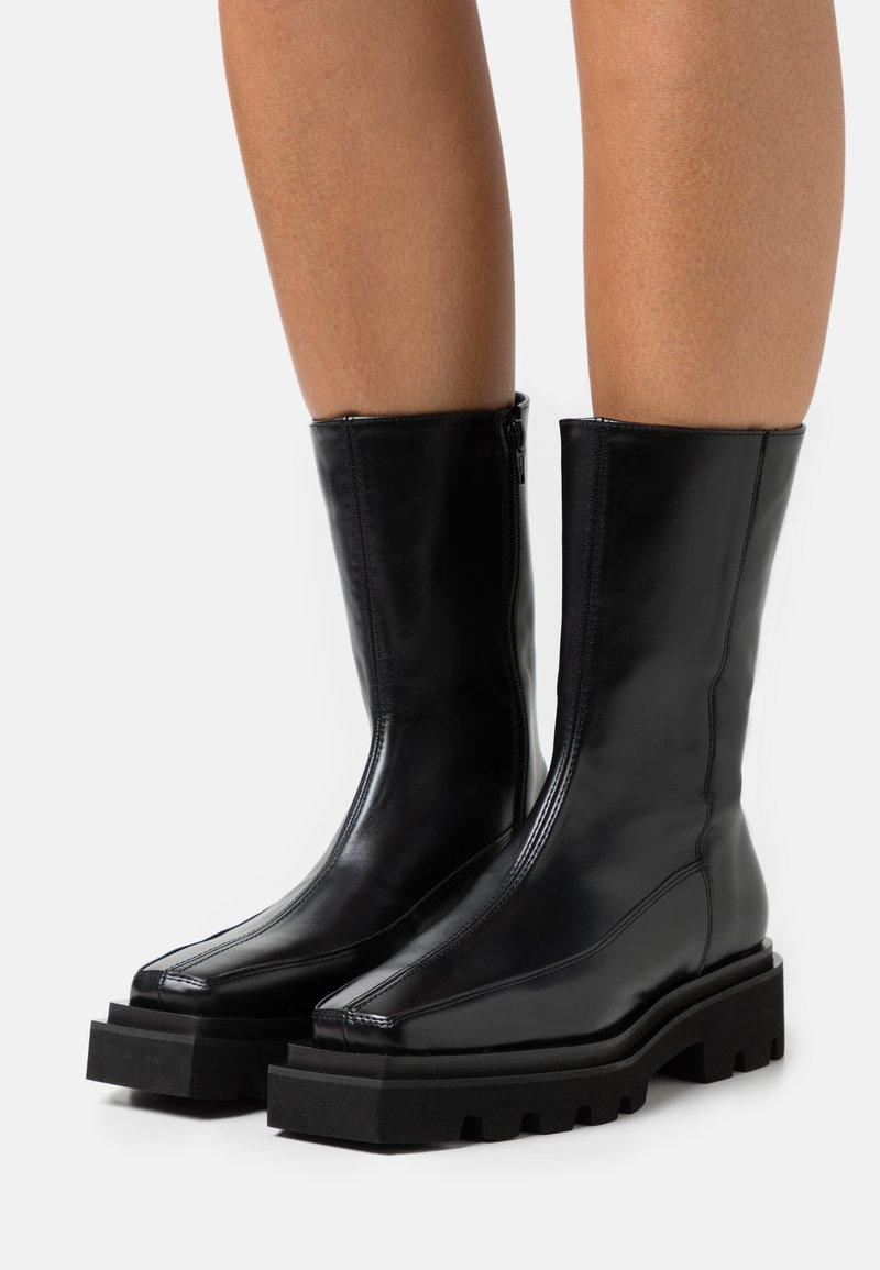 ALOHAS - BLOCK - Platform boots - black