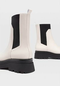 Stradivarius - Ankle boots - off-white - 3