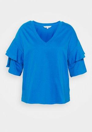 DROP SHOULDER FRILL - Print T-shirt - azure blue