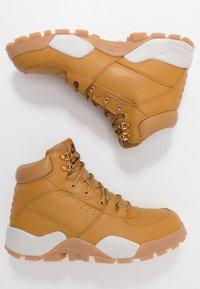 Nike Sportswear - RHYODOMO - Korkeavartiset tennarit - wheat/light bone/brown/baroque brown - 1