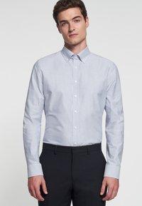 Seidensticker - SMART BUSINESS SLIM FIT - Shirt - llight blue/white - 2