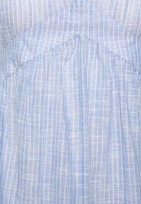 ONLY - ONLMARGAERY LIFE STRIPE  - Denní šaty - light blue denim/cloud dancer - 2
