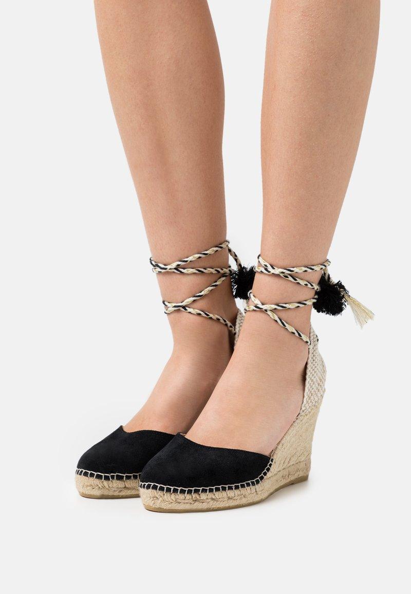 Macarena - CARLA - Sandály na platformě - black