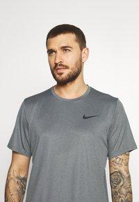 Nike Performance - DRY  - T-shirt basic - black/smoke grey/heather/black - 3