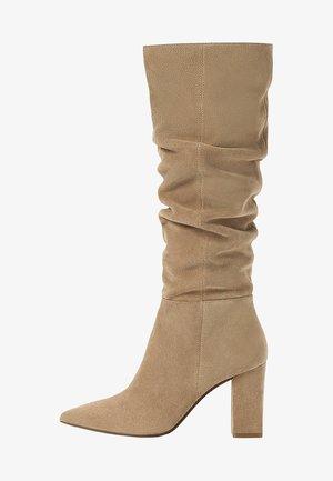 IN KNITTEROPTIK  - Boots - beige