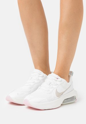 AIR MAX VERONA - Sneaker low - summit white/light orewood brown/fossil/light arctic pink/metallic summit white