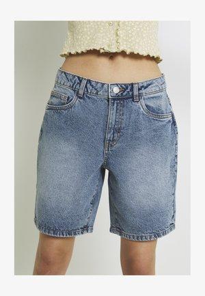NMLUCKY LONGBOARDER - Jeans Shorts - light blue denim
