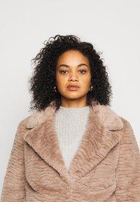 Dorothy Perkins Curve - SHORT WIGGLE - Winter jacket - mink - 4