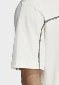adidas Originals - R.Y.V. T-SHIRT - Print T-shirt - white - 6