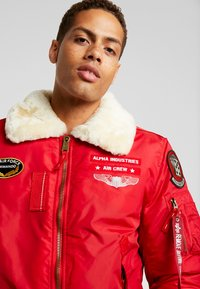 Alpha Industries - INJECTOR  AIR FORCE - Kurtka Bomber - speed red - 4
