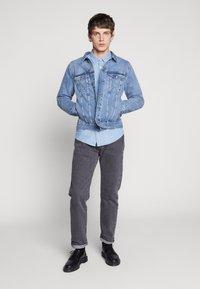 Weekday - SINGLE JACKET - Kurtka jeansowa - blue medium dusty - 1