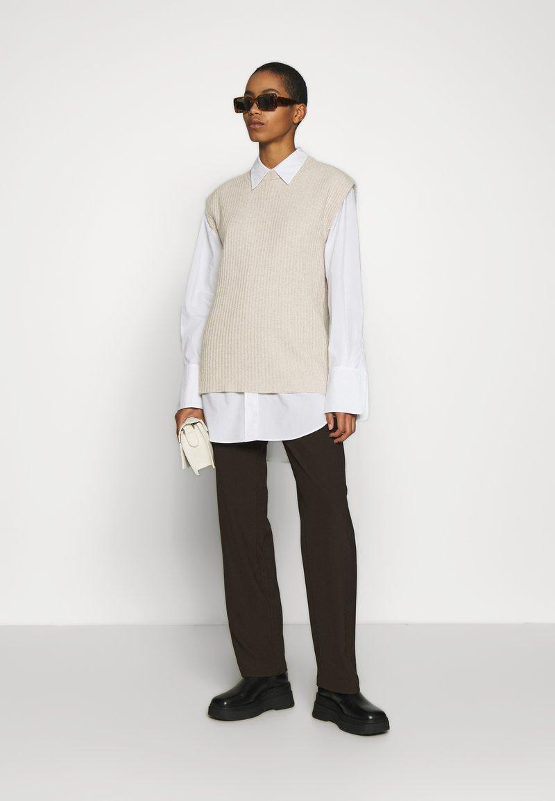 ALIGNE - ADELE - T-shirt con stampa - stone