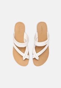 Vagabond - TIA - Sandály s odděleným palcem - white - 5
