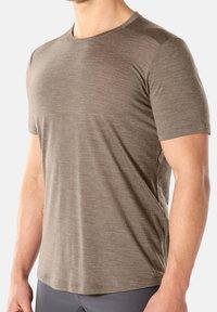 Icebreaker - MENS SPHERE CREWE - Basic T-shirt - brown - 3