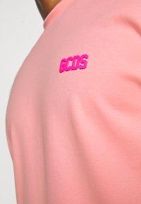 GCDS - BASIC TEE - Basic T-shirt - pink - 6