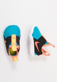 Nike Performance - FLEX RUNNER UNISEX - Neutrální běžecké boty - laser blue/hyper crimson/black/lemon - 0