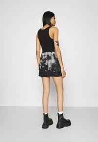 Jaded London - BUTTON FRONT SUIT SKIRT BLEACH CHECK - Mini skirt - multi - 2