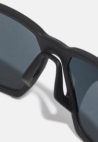 Nike Sportswear - MAVERICK UNISEX - Sunglasses - matte black/grey - 3