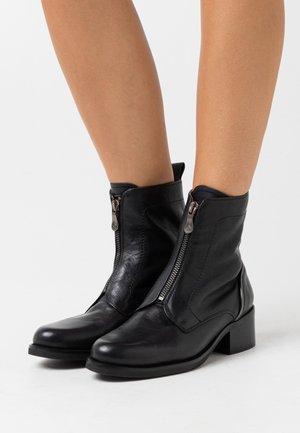 SAURA - Kotníkové boty - black