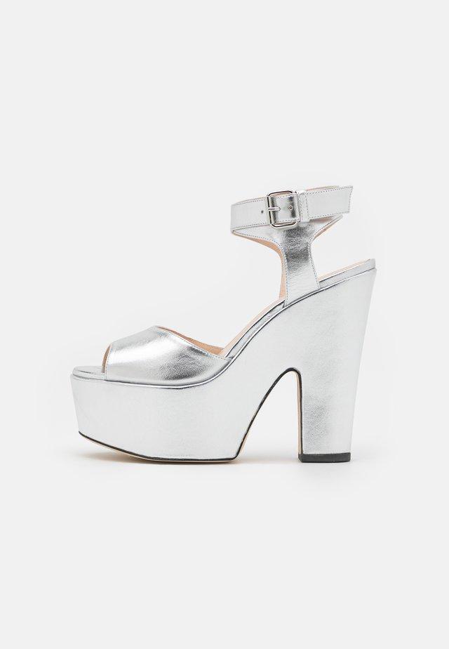 PLATFORM - Sandalen met hoge hak - silver