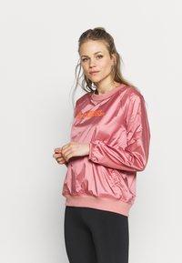 Under Armour - RECOVER SHINE CREW - Sweatshirt - stardust pink - 0