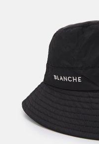 BLANCHE - BUCKET HAT - Klobouk - black - 3