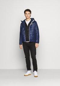 Nike Sportswear - REPEAT HOODIE - Sudadera con cremallera - black/reflective silver - 1