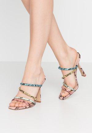 ARIANNA - Pantofle na podpatku - multicolor