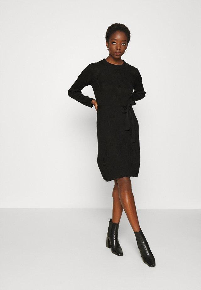 VIWULVA TIE BELT DRESS - Stickad klänning - black