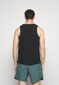 Nike Performance - MILER TANK HYBRD - Toppe - black/reflective silver - 2