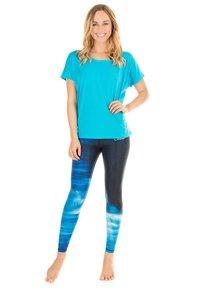 Winshape - MCT002 ULTRA LIGHT - Print T-shirt - sky blue - 0