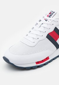 Tommy Jeans - RETRO RUNNER - Trainers - white - 5