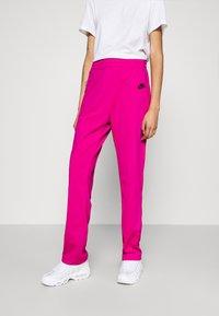 Nike Sportswear - TRACK SUIT SET - Sweatjakke - pink glaze/white/black - 6