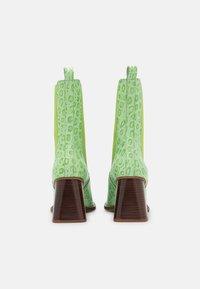 ÁNGEL ALARCÓN - Kotníková obuv na vysokém podpatku - green - 3