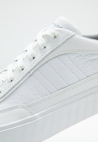 Tommy Hilfiger - CORPORATE  - Sneakers basse - white - 5