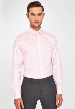 SLIM FIT - Formal shirt - pink