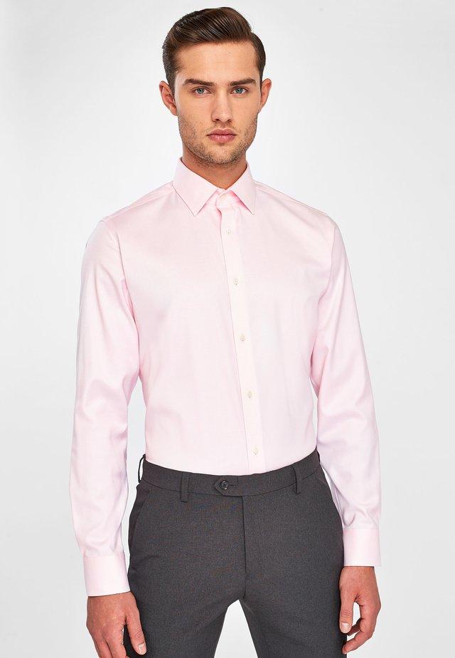SLIM FIT - Formální košile - pink