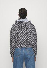 Calvin Klein Jeans - PACKABLE HOOD WINDBREAKER - Summer jacket - black - 3