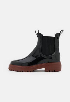 WALKER - Botas de agua - black/bordeaux