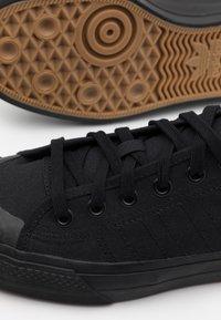adidas Originals - NIZZA UNISEX  - Trainers - core black - 5