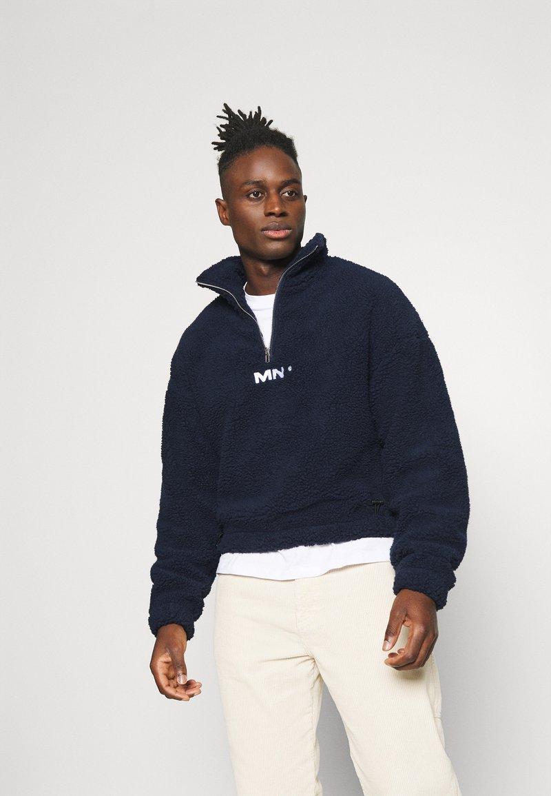 Mennace - BOXY FUNNEL NECK OVERHEAD - Fleece jumper - navy