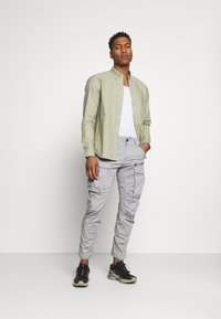 G-Star - ROVIC ZIP TAPERED - Cargobroek - steel grey - 1