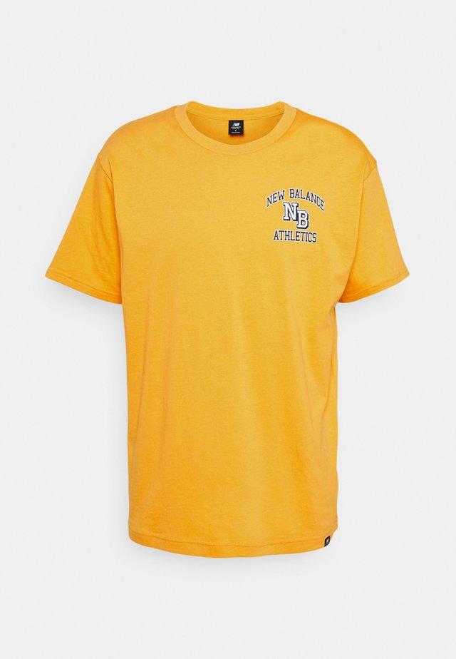ATHLETICS VARSITY TEE - T-shirt med print - aspen