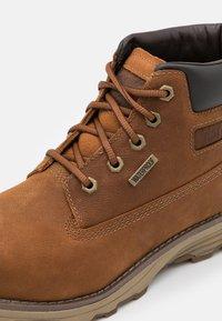 Cat Footwear - FOUNDER WP  - Šněrovací kotníkové boty - danish brown - 5