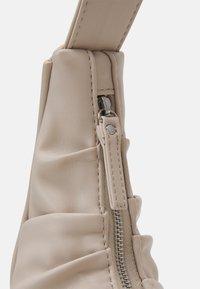 Gina Tricot - ANA BAG - Käsilaukku - beige - 3